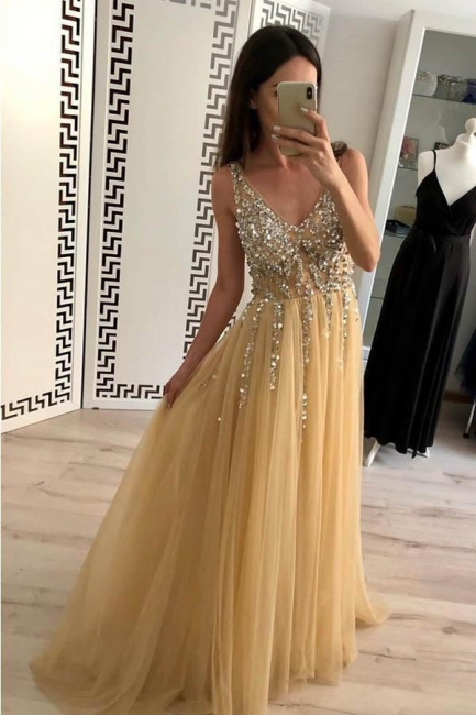 Chic Applique V-Neck Crystal Prom Dresses Backless Sleeveless Sexy Evening Dresses