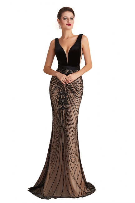 Elegant Sleeveless V-neck Fit and Flare Black Prom Dresses