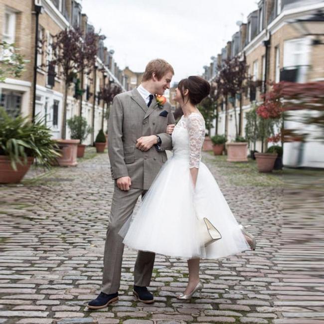 Charming Designer Lace Tulle Bridal Gowns Tea-Length Zipper Wedding Dresses