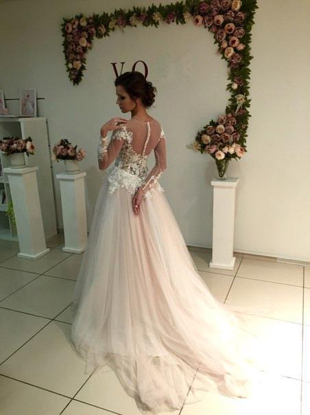 A-line Tulle Appliques Delicate Sweep-Train Lace Long-Sleeve Bridal Dress