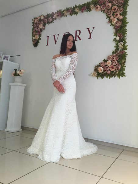 White Lace Modest Long-Sleeve Off-the-shoulder Mermaid Sweep-Train Wedding Dress