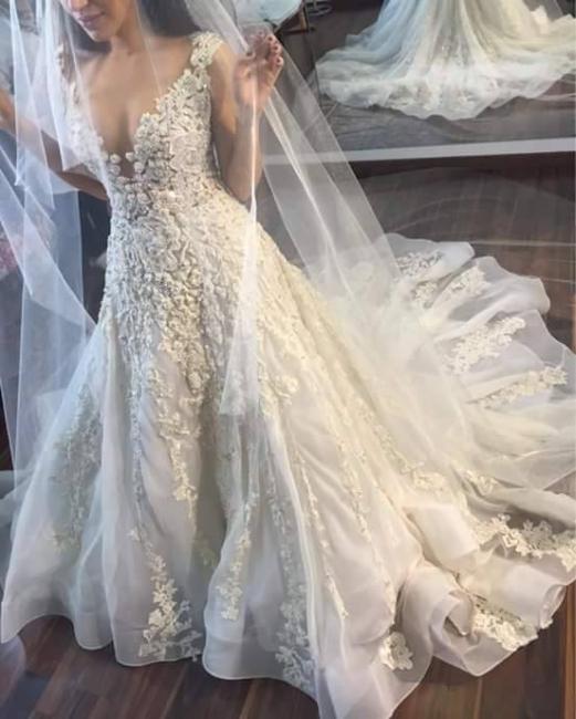Gorgeous Sleeveless Princess Lace Appliques Wedding Dresses