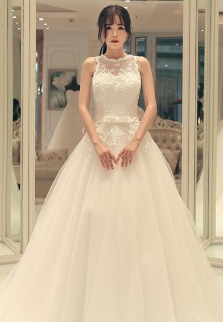 A-line Bow Sleeveless Lace-up Sweep Train Elegant Wedding Dresses