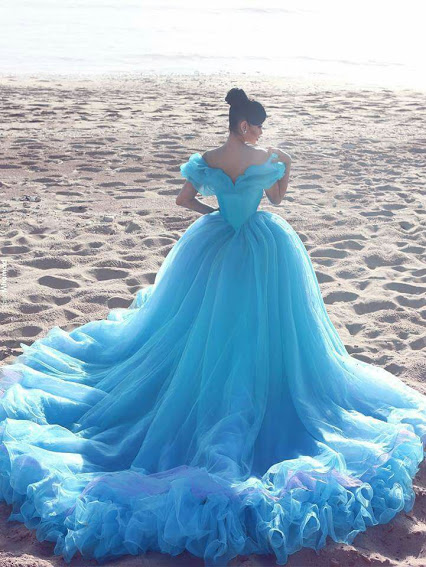 2020 Glamorous Princess Wedding Dresses Off-the-Shoulder Blue Chapel Train Party Gowns