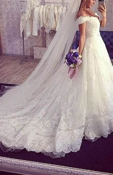 Delicate Train Lace Bridal Ball Gown Tulle Off-the-shoulder Wedding Dress