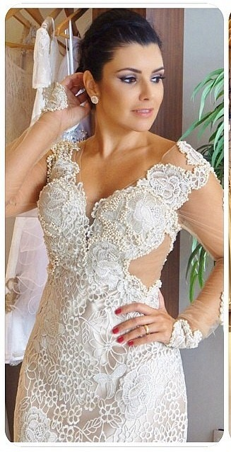 Gorgeous V-Neck Appliques Long Sleeves Sheath Wedding Dress