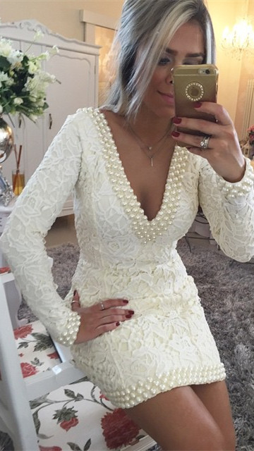 Short Sheath V-Neck Lace Homecoming Dresses Long Sleeves Backless Cocktail Dresses