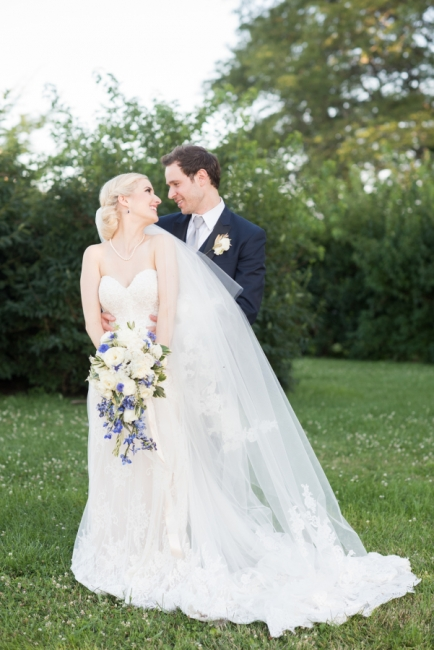 Elegant Simple Appliques Backless Sweetheart Tulle Wedding Dresses