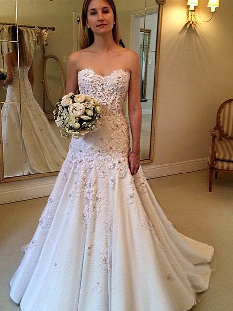 Gorgeous Sweetheart A-Line Appliques Lace Wedding Dresses with zipper