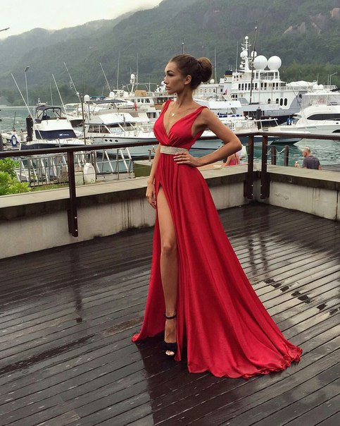 Red Prom Dresses V Neck Beaded Sexy Side Slit Evening Gowns