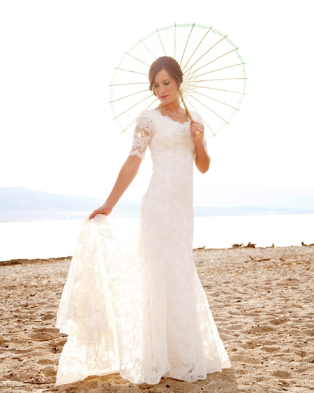 Sweep Train Short-Sleeves Sheath-Column Modern Lace Scoop-Neck Wedding Dresses