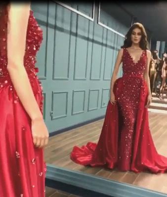 Gorgeous V-neck Sleeveless Red Sequin Prom Dresses with Detachable Train_4