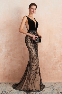 Elegant Sleeveless V-neck Fit and Flare Black Prom Dresses_5
