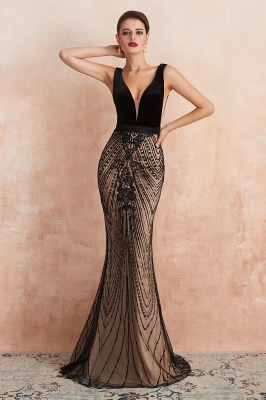 Elegant Sleeveless V-neck Fit and Flare Black Prom Dresses_6