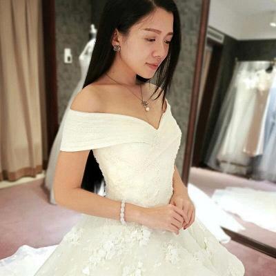 Glamorous Off-the-Shoulder Floor Length Ruffles Princess Lace Wedding Dresses_3