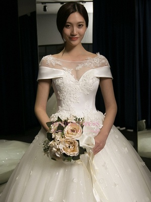 Train Puffy Exquisite Cathedral Scoop Lace-Applique Cap-Sleeves Wedding Dresses_4