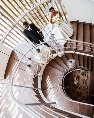 Graceful Scoop Jewel Applique Floor Length Fit And Flare Mermaid Wedding Dresses_2
