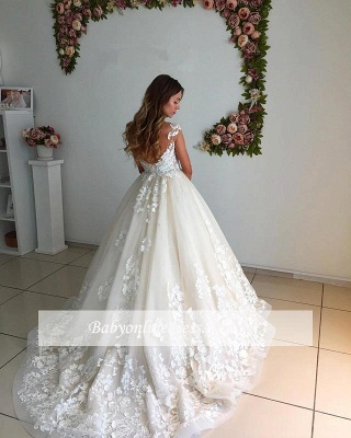 Floor Length Court-Trian Appliques Backless Lace A-Line Wedding Dresses_1