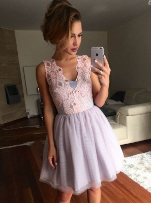 Elegant A-Line Tulle Homecoming Dresses | V-Neck Sleeveless Lace Applique Short Cocktail Dresses_1