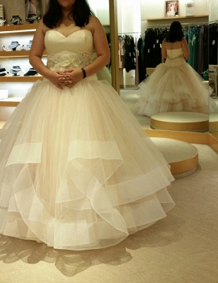 Tiered Exquisite Crystal-Sashes Sweetheart Tulle Sleeveless Ball-Gown Wedding Dresses_4