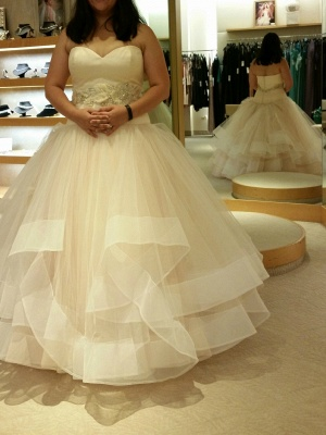 Tiered Exquisite Crystal-Sashes Sweetheart Tulle Sleeveless Ball-Gown Wedding Dresses_2