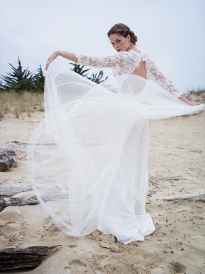 Modern Lace V-neck 3/4 sleeves Simple A-line Wedding Dresses_3